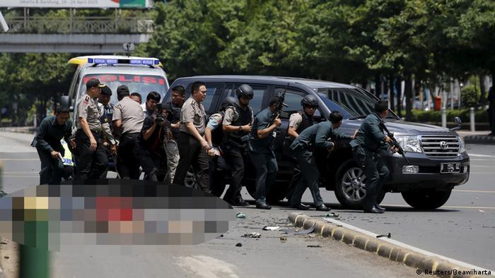 Indonesien Explosionen und Schüsse, vermutetes Selbstmordattentat (Reuters/Beawiharta)