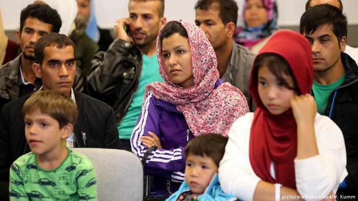 Deutschland Frauen in Flüchtlingsunterkünften (picture-alliance/dpa/W. Kumm)