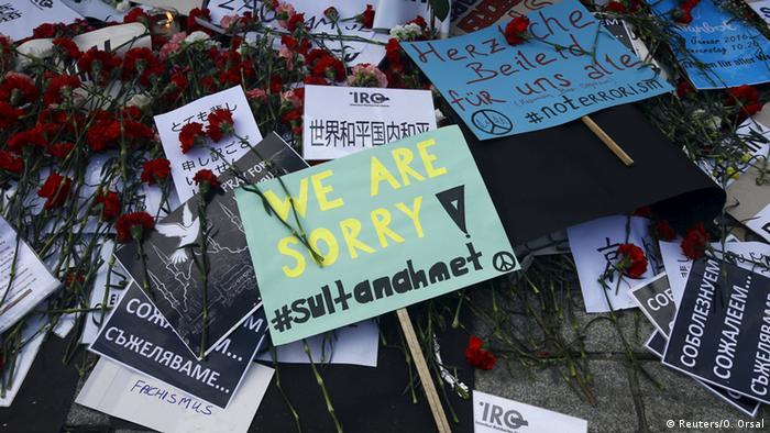 Türkei Beileidskundgebung am Anschlagsort Istanbul