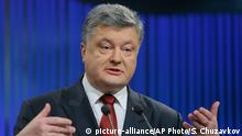 14.1.2016 *** Ukrainian President Petro Poroshenko gestures while speaking during his annual news conference in Kiev, Ukraine, Thursday, Jan. 14, 2016. SUkraine's president says he expects the government to restore control over the separatist-held eastern Ukraine before the year's end. (AP Photo/Sergei Chuzavkov) Copyright: picture-alliance/AP Photo/S. Chuzavkov