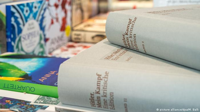Annotated Version: Mein Kampf , two grey books