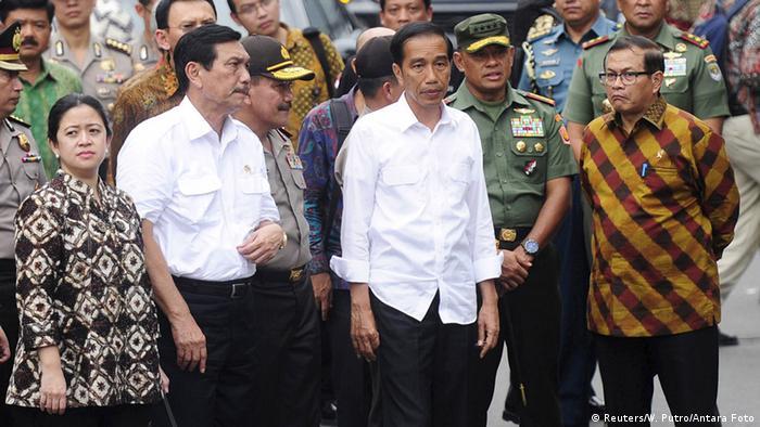 Der indonesische Präsident Joko Widodo am Anschlagsort in Jakarta (Reuters/W. Putro/Antara Foto)