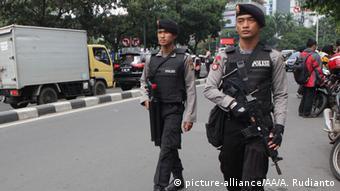 Indonesien Bombenanschläge in Jakarta Polizei fahndet nach Terroristen