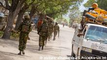 epa03424663 A handout photograph released by the African Union-United Nations Information Support Team showing soldiers serving with the Kenyan Contingent of the African Union Mission in Somalia (AMISOM) patrolling along a street as a commuter taxi passes by in the center of the southern Somali port city of Kismayo, some 500km south of Mogadishu, Somalia, 07 October 2012. The last bastion of the once feared Al Shabaab, Kismayo fell after troops of the Somali National Alliance (SNA) and the pro-government Ras Kimboni Brigade supported by Kenyan AMISOM forces entered the port city on 02 October following a two month operation across southern Somalia which saw the liberation of villages and centers along a distance of 120km from Afmadow to Kismayo. EPA/STUART PRICE / AU-UN IST / HANDOUT HANDOUT EDITORIAL USE ONLY/NO SALES +++(c) dpa - Bildfunk+++