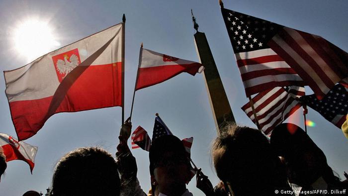 Flaggen USA und Polen (Getty Images/AFP/D. Dilkoff)