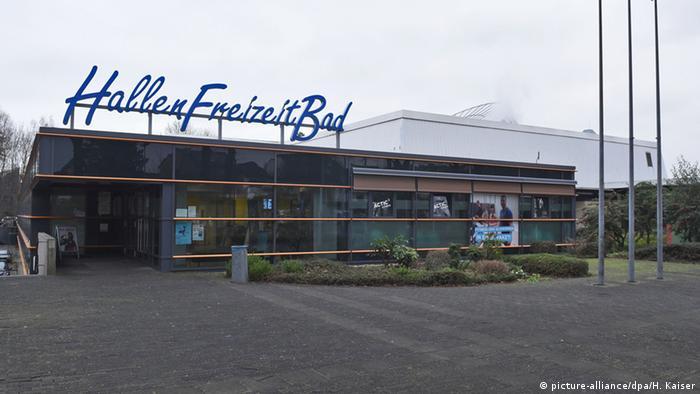 Schwimmbadverbot für männliche Flüchtlinge in Bornheim