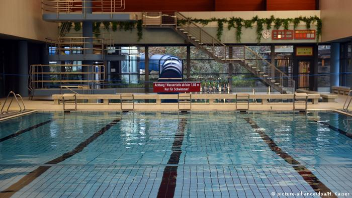 Deutschland städtisches Schwimmbad in Bornheim Badeverbot für männliche Flüchtlinge