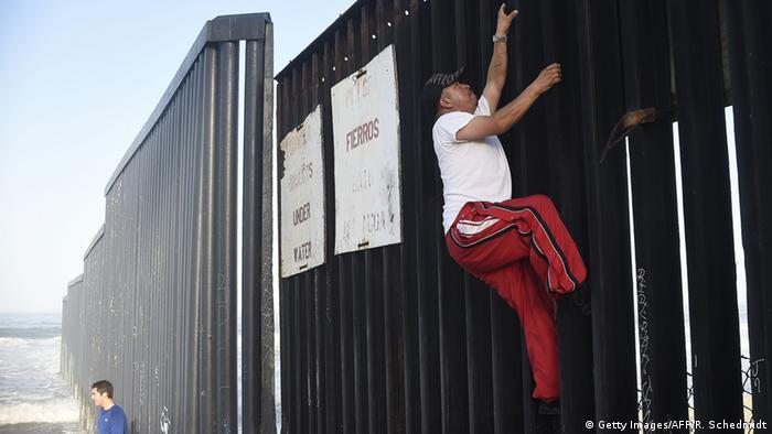 USA Mexiko Grenzzaun (Getty Images/AFP/R. Schedmidt)