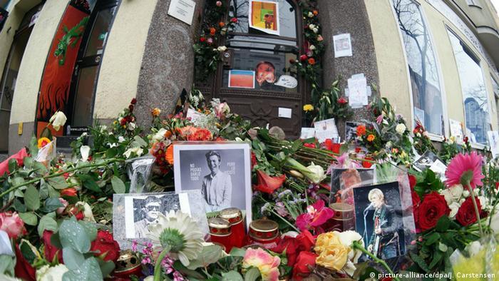 Trauerfeier für britischen Sänger David Bowie