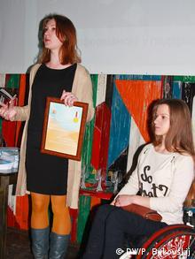 Вручение премии студентке театральной студии Fortinbras при белорусском Свободном театре Марие Белькович