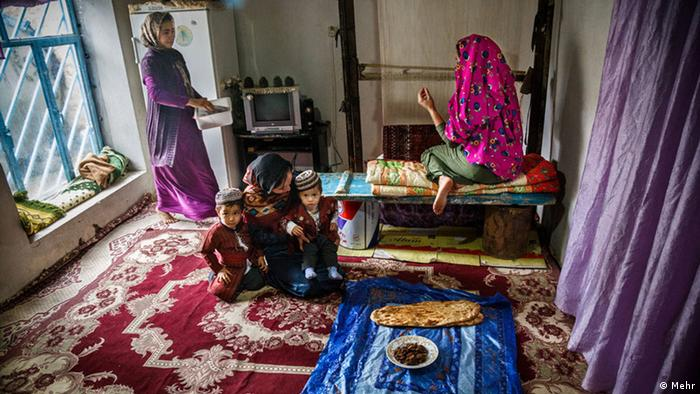 Bildergebnis für عکس از زنان و کودکان فرشباف