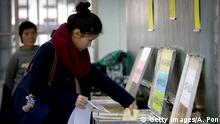 16.01.2016 *** Bildunterschrift:TAIPEI, TAIWAN - JANUARY 16: A Taiwanese woman votes at a polling staion on January 16, 2016 in Taipei, Taiwan. Voters in Taiwan are set to elect Tsai Ing-wen, the chairwoman of the opposition Democratic Progressive Party, to become the island's first female leader. (Photo by Ashley Pon/Getty Images) Copyright: Getty Images/A. Pon