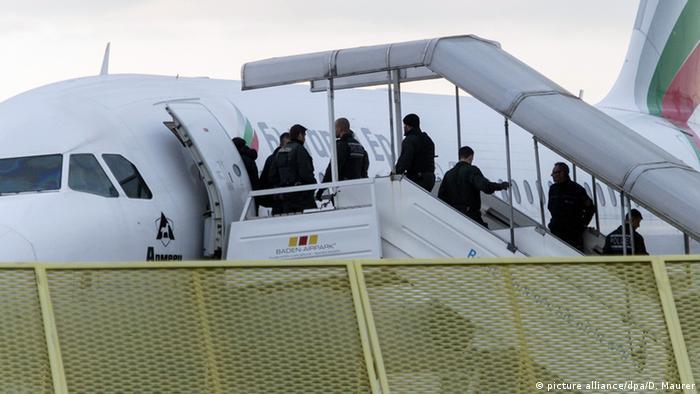 Prisilni povratak osoba kojima je odbijen zahtjev za dobijanje azila
