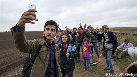 Syrien Flüchtlinge Alvand aus Syrien an der Grenze zwischen Serbien und Ungarn bei Roszke (Reuters/M. Djurica)