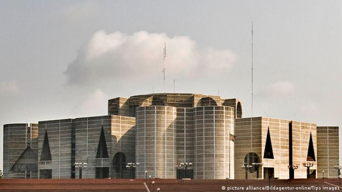 Parlamentsgebäude in Dhaka, Bangladesch (picture alliance/Bildagentur-online/Tips Images)
