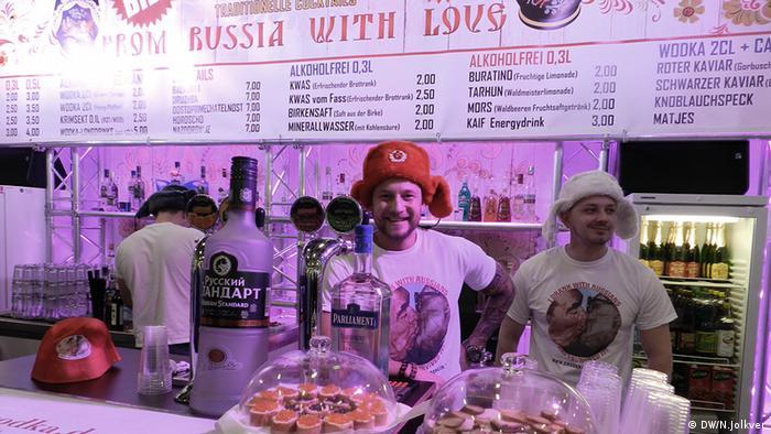 Російський стенд приваблює відвідувачів горілкою