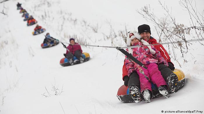 Winter Schnee Westerwald Rodeln Snowtube