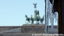 Winter Schnee Eiszapfen Berlin Brandenburger Tor Deutschland