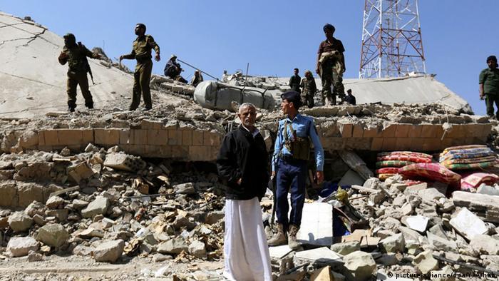 Jemen, Soldaten nach Angriff.Foto: EPA/YAHYA ARHAB