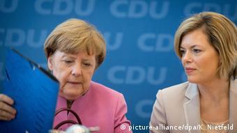 Ангела Меркель и Юлия Клёкнер (справа)