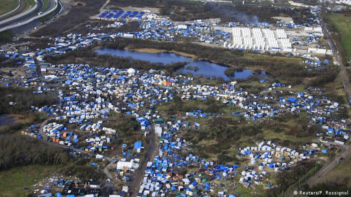 Overview of 'jungle' refugee camp in Calais
