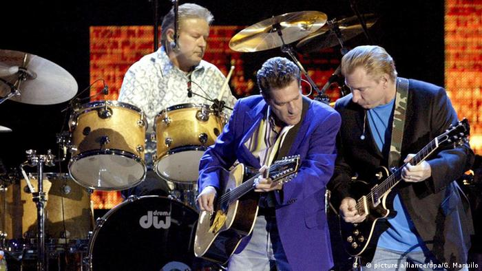 The Eagles 2006 in Barcelona, Glenn Frey links, Don Henley hinten (Foto: dpa)