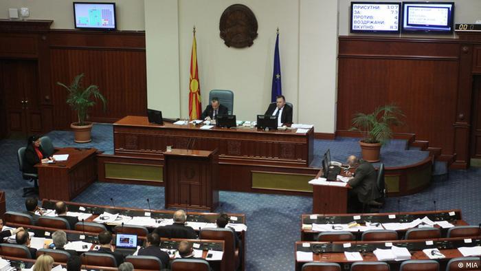 Mazedonien das Parlament stimmt für die Selbstauflösung (MIA)