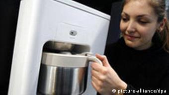 A women using a water cooker