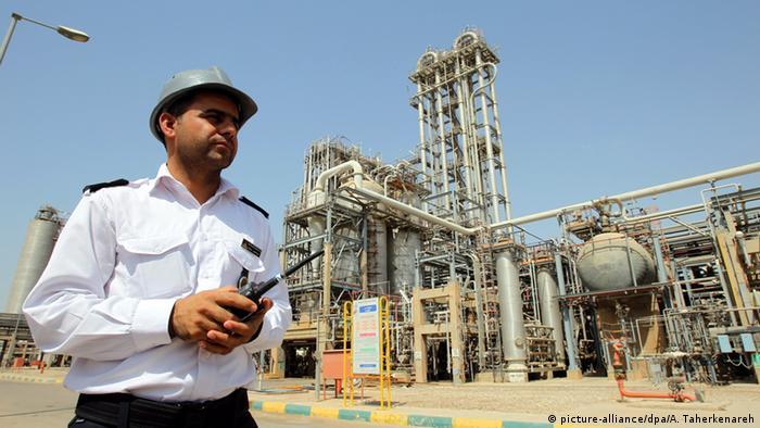 EU stoppt Ölimporte aus dem Iran (picture-alliance/dpa/A. Taherkenareh)