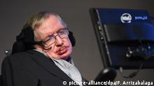 16.12.2015 *** FILE - British physicist, cosmologist and author Stephen Hawking attends the unveiling event of the new 'Starmus' award in The Royal Society in London, Britain, 16 December 2015. EPA/FACUNDO ARRIZABALAGA (Zu dpa Stephen Hawking warnt vor Selbstausrottung der Menschheit) +++(c) dpa - Bildfunk+++ Copyright: picture-alliance/dpa/F. Arrizabalaga