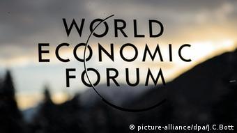 Το λογότυπο του Παγκόσμιου Οικονομικού Φόρουμ στο Νταβός
