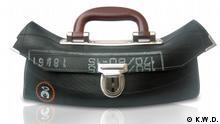 Eine Handtasche aus Fahrradschläuchen aus dem Atelier 'K.W.D. Objekt und Produkt' (Foto: K.W.D.)