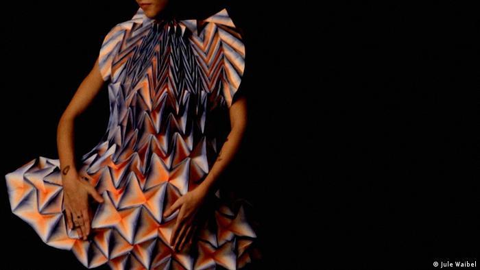 Бумажный наряд от Юле Вайбель