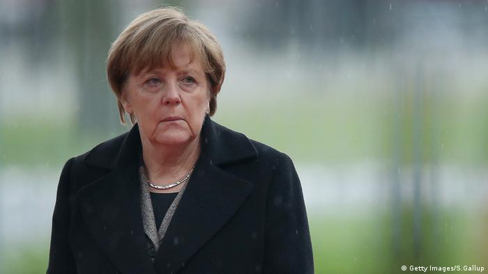 Angela Merkel im Regen Porträt Berlin Deutschland