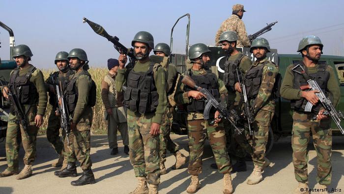 Pakistan Schusswechsel und Explosionen auf Universitätscampus in Charsadda