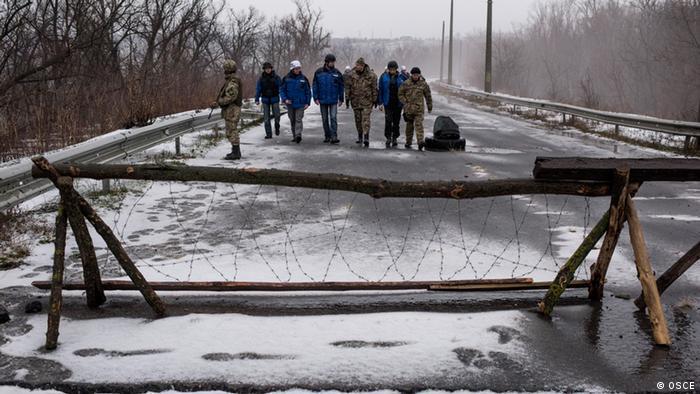 Спостерігачі ОБСЄ під час патрулювання у місті Щастя, 17 січня