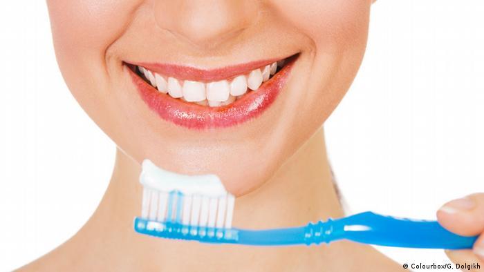 Symbolbild Zähne putzen