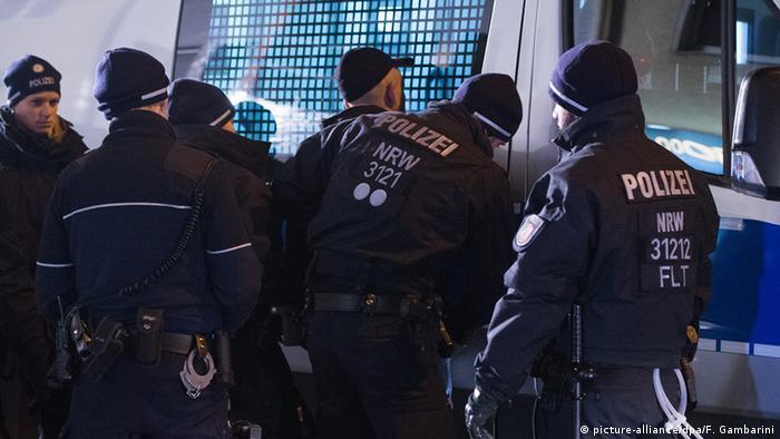 Polizei Razzia gegen Diebesbanden