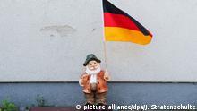 Gartenzwerg mit Deutschlandflagge