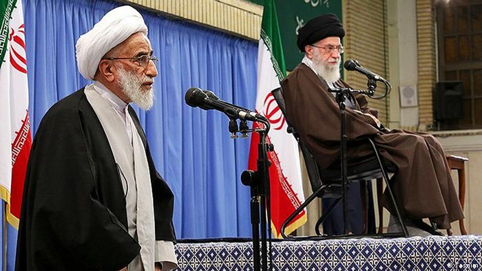 علی خامنهای و احمد جنتی که از سال ۱۳۵۹ عضو شورای نگهبان است