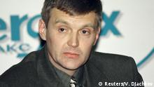 Alexander Litvinenko, then an officer of Russia's state security service FSB, attends a news conference in Moscow in this November 17, 1998 file picture. President Vladimir Putin probably approved a Russian intelligence operation to murder ex-KBG agent Litvinenko, a judge led-British inquiry into the 2006 killing in London concluded. REUTERS/Vasily Djachkov/Files Reuters/V. Djachkov