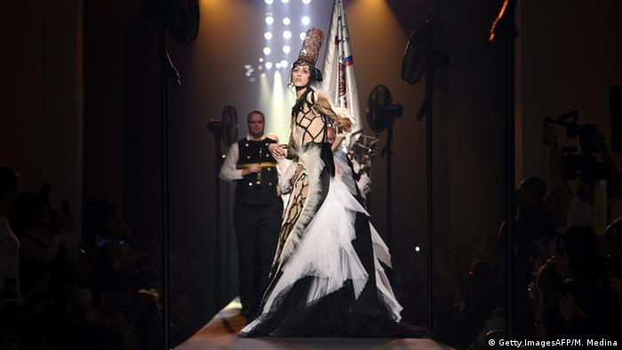 Paris 2015-2016 fall/winter Haute Couture Modenschau - Jean Paul Gaultier