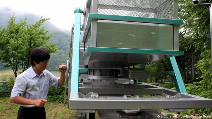 Südkorea Arbeiten am Hwacheon Damm - Fischbeförderung