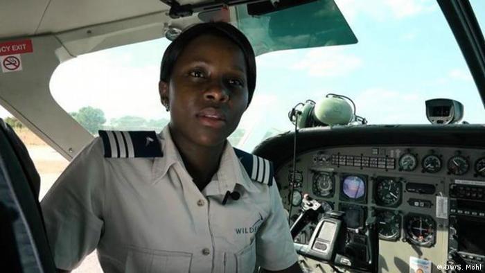 Natsai Chiremba, A Bush pilot in Zimbabwe (DW/S. Möhl)