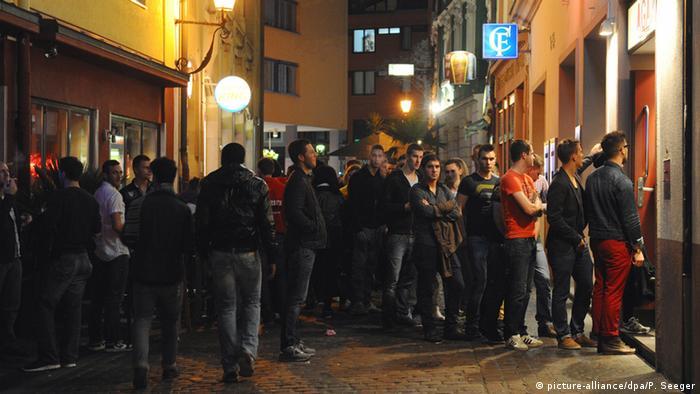 Молодь перед входом до одного з клубів Фрайбурга (фото з архіву)