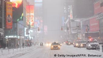 USA Manhattan Times Square Blizzard Schneesturm (Getty Images/AFP/K. Betancur)