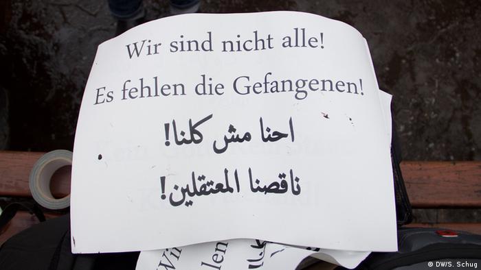 Handzettel mit dem Aufruf zur Freilassung der politischen Gefangenen - Foto: Sebastian Schug / DW