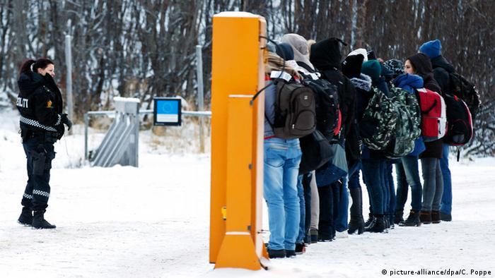 Беженцы на погранпереходе между Россией и Норвегией
