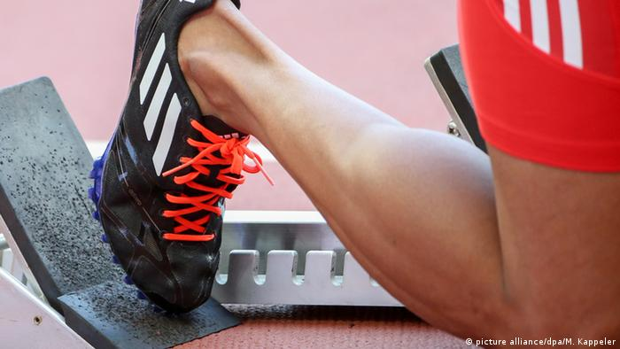 An athlete's shoe (picture alliance/dpa/M. Kappeler)