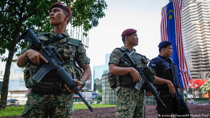 Malaysia IS-Extremisten wegen Anschlagsplanung verhaftet (picture-alliance/AP Photo/J. Paul)